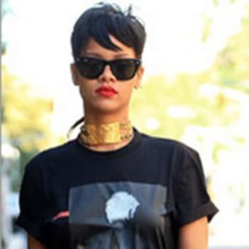 883ef4a027 Rihanna in Ray-Ban Wayfarer Sunglasses – Celebrity Sunglasses ...