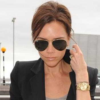 9d51d716bb6 Victoria Beckham in Ray-Ban Aviator Large Metal Sunglasses ...